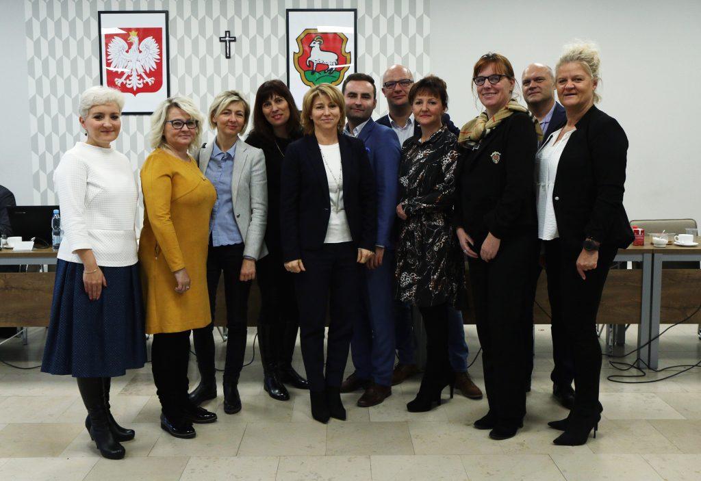 członkowie komisji oświaty i kultury