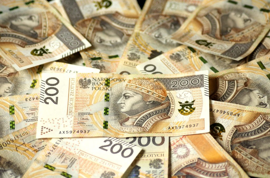 banknoty pieniądze foto źródło pixabay.com