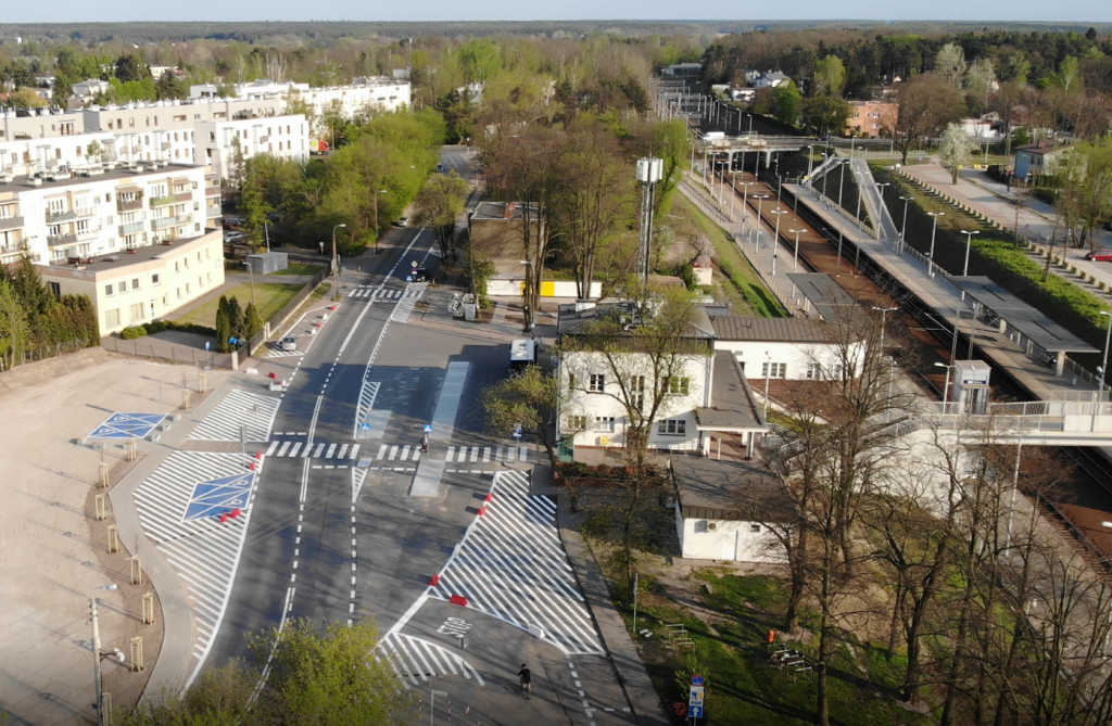 Otoczenie dworca PKP w Piasecznie przechodzi metamorfozę