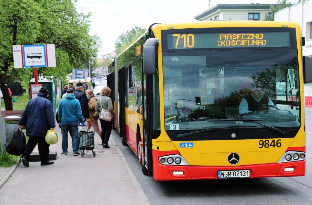 Autobus 710 na pętlę Targowisko, foto Marcin Borkowski