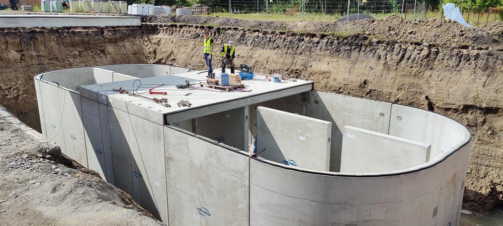 Montaż zbiornika retencyjnego przy remontowanej ul. Dworcowej, foto Robert Widz